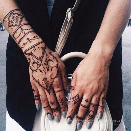 Мехенди на руке - фото