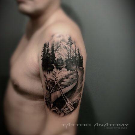 Мужское тату на плече в стиле Мужское портретное тату на предплечье в стиле Black&Gray лодка