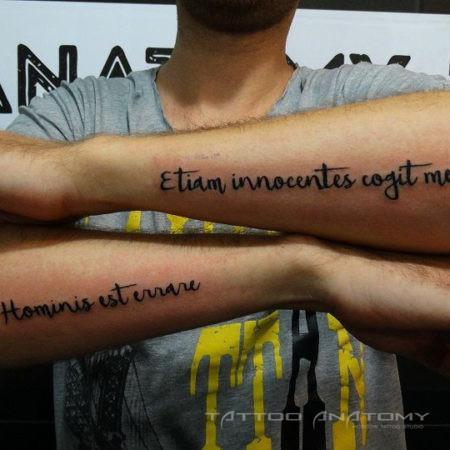 тату мужское надписи на двух руках