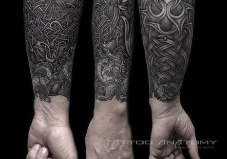 Мужское тату в стиле орнамент на предплечье