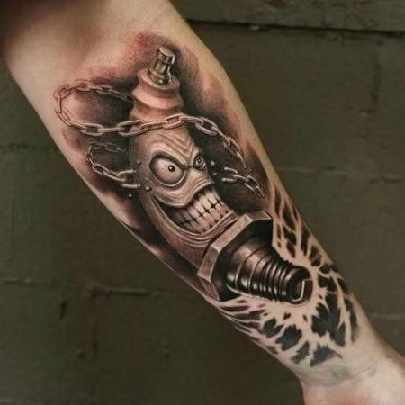 Мужское тату в стиле биомеханикана предплечье