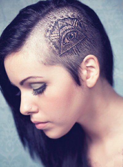 женская тату на голове всевидящее око